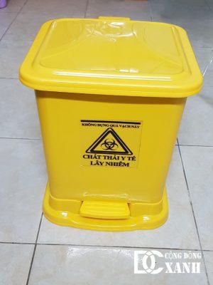 thùng rác y tế đạp chân 30l vàng
